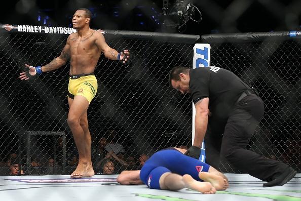 UFC on Fox 25: Nha cuu vo dich Chris Weidman tro lai an tuong hinh anh 10