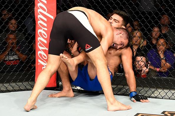 UFC on Fox 25: Nha cuu vo dich Chris Weidman tro lai an tuong hinh anh 6