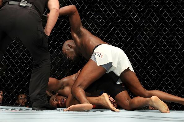 UFC 214: Jones gianh lai dai trong tran dau co ca mau va nuoc mat hinh anh 10