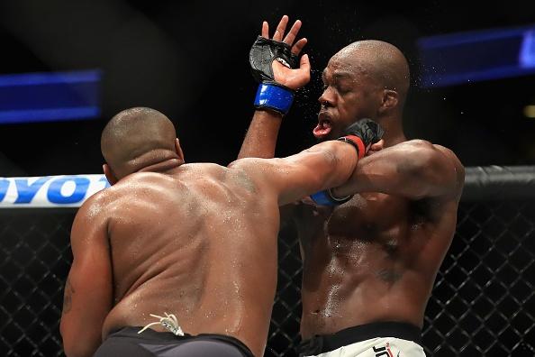 UFC 214: Jones gianh lai dai trong tran dau co ca mau va nuoc mat hinh anh 4
