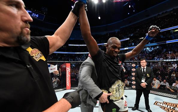 UFC 214: Jones gianh lai dai trong tran dau co ca mau va nuoc mat hinh anh 1