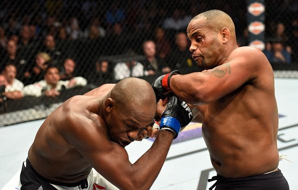 UFC 214: Jones gianh lai dai trong tran dau co ca mau va nuoc mat hinh anh 6