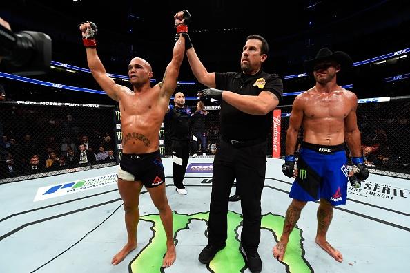 UFC 214: Jones gianh lai dai trong tran dau co ca mau va nuoc mat hinh anh 15