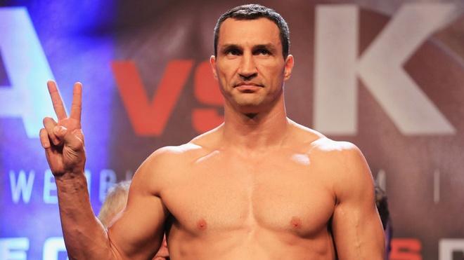 'Tien si bua thep' Wladimir Klitschko chinh thuc giai nghe hinh anh