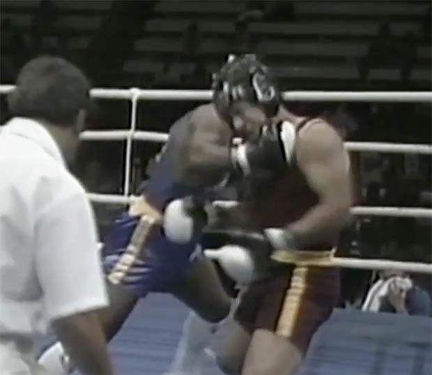 Mike Tyson o tuoi 15 knock-out doi thu trong 9 giay hinh anh