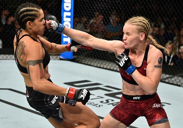 UFC 215: Nu vo si xinh dep thua tran vi kem doi thu mot diem hinh anh 4