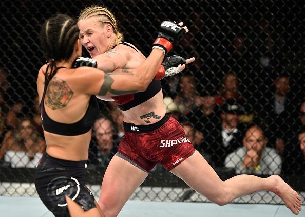 UFC 215: Nu vo si xinh dep thua tran vi kem doi thu mot diem hinh anh 7