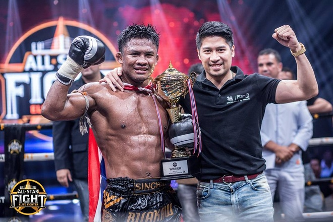 'Thanh Muay Thai' Buakaw ha doi thu chau Au, thang tran thu 301 hinh anh 11
