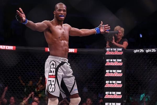 Ngoi sao MMA Michael Page thang de trong lan dau thuong dai boxing hinh anh 1