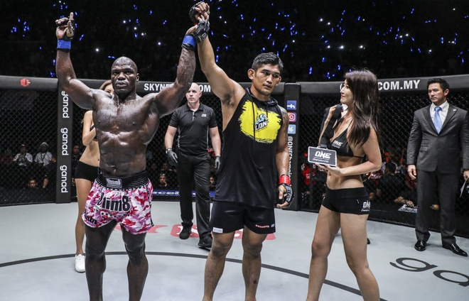 Nguoi hung Myanmar N Sang thang de o tran openweight dau tien cua ONE hinh anh 8