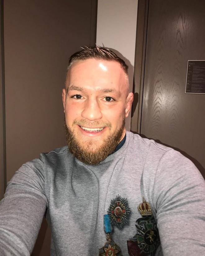 So bi phat nang, McGregor buoc phai xin loi sau vu tan cong trong tai hinh anh 1