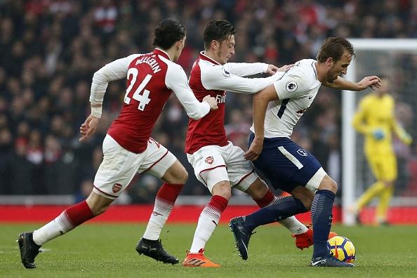 Arsenal 2-0 Tottenham: Ngay Pochettino cui dau truoc 'bac thay' Wenger hinh anh 4