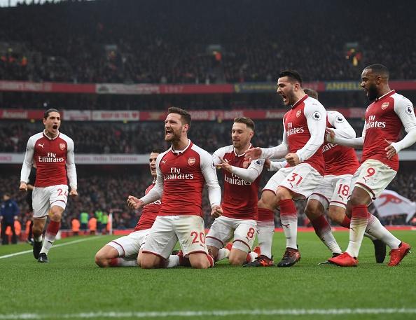 Arsenal 2-0 Tottenham: Ngay Pochettino cui dau truoc 'bac thay' Wenger hinh anh 3