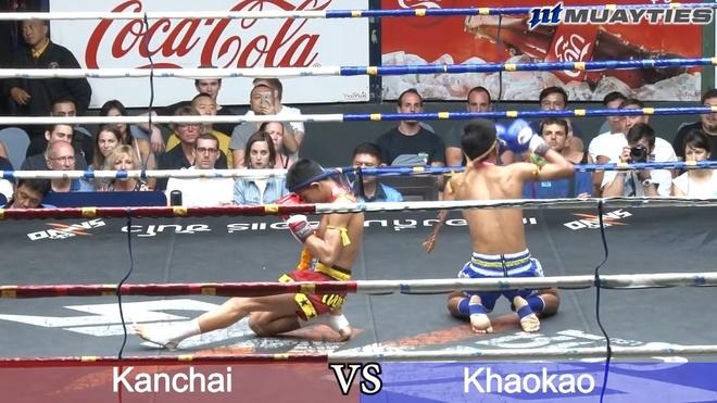 Vo si Muay Thai non oe ra san truoc khi bi knock-out hinh anh