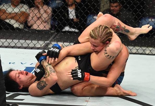 UFC FN 124: Vo si quyen ru nhat UFC bi gay tay, thua tran thu 4 hinh anh 6
