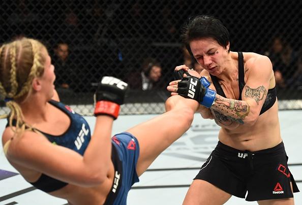 UFC FN 124: Vo si quyen ru nhat UFC bi gay tay, thua tran thu 4 hinh anh 8