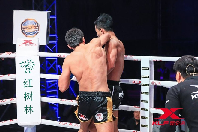 Kickboxer so 2 the gioi thua soc sau 29 giay anh 1