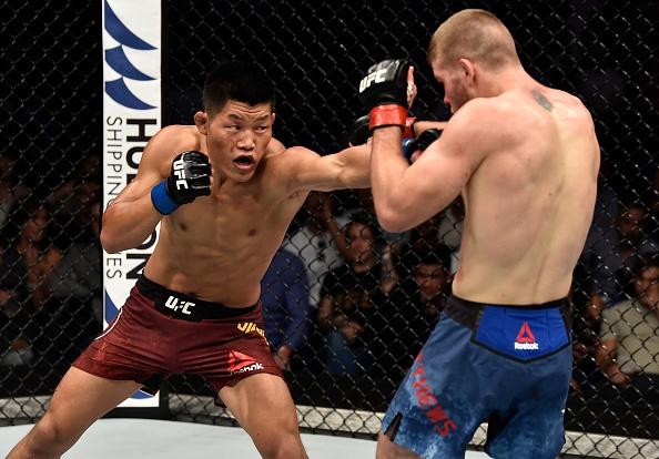 Tinh huong Matthews dam nga Li Jingliang hinh anh