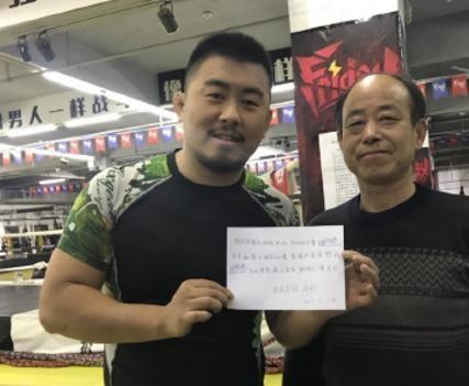 Vo su 30 nam tap Kung Fu bi de tu MMA cua Tu Hieu Dong ha sau 40 giay hinh anh 1