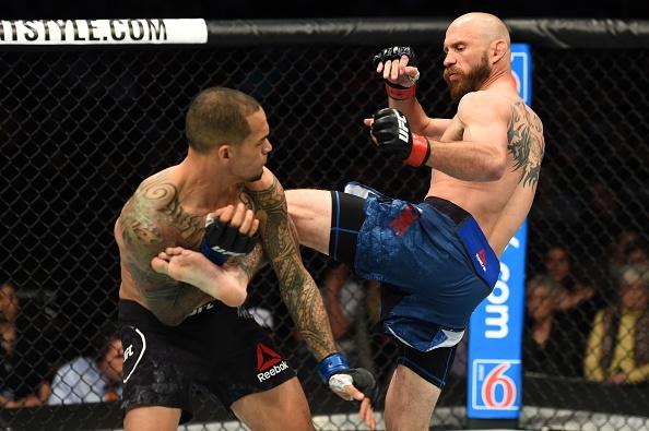 'Cao boi' Cerrone ha doi thu trong hiep 1, lap ky luc tai UFC hinh anh 4