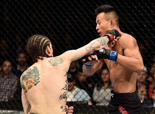 Chien thang du bi gay chan, vo si bat bai duoc UFC trao thuong hinh anh 2