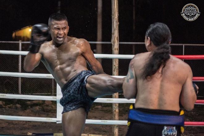 'Thanh Muay Thai' Buakaw co mat tai UAE, san sang giat dai the gioi hinh anh 5