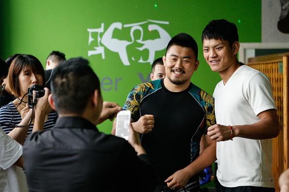 Vo si MMA Tu Hieu Dong tai xuat, ha chong vanh cao thu Vinh Xuan hinh anh 2