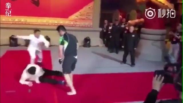 Vo si MMA Tu Hieu Dong tai xuat, ha chong vanh cao thu Vinh Xuan hinh anh 1