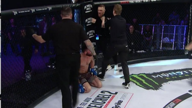 Bi tuoc dai, McGregor lam loan khien vo si UFC bi thuong hinh anh 2
