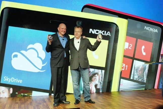 Microsoft - 'ho moc them canh' sau vu thau tom Nokia hinh anh