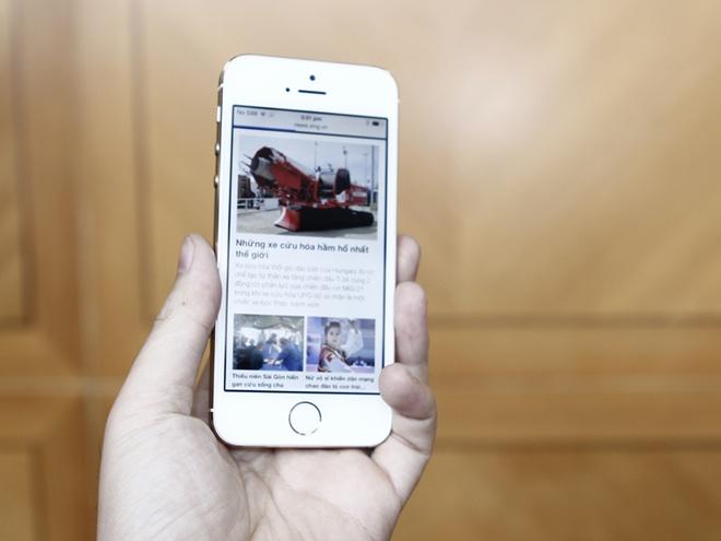 Mo hop iPhone 5S vua ve Viet Nam hinh anh