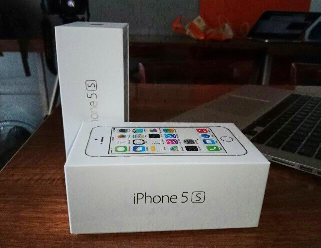 Cua hang thi nhau 'het' gia iPhone 5S hinh anh