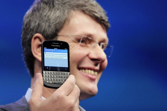 CEO BlackBerry va cai bat tay tri gia 55 trieu USD hinh anh