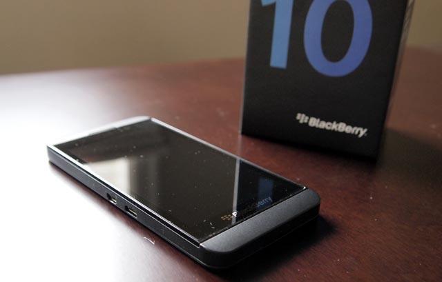 Doi dien thoai cu lay BlackBerry Z10 voi gia 9,5 trieu dong hinh anh 1