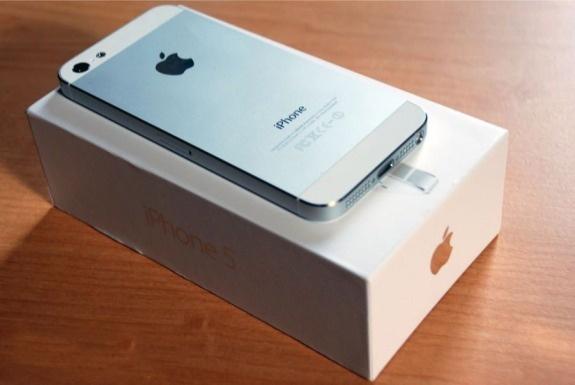 That vong voi iPhone 5C, tin do Viet do xo di mua iPhone 5 hinh anh