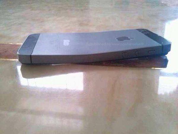 iPhone 5S bi uon cong khi dat trong tui quan hinh anh