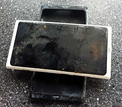 Lumia 800 chay tot sau gan 4 thang ngam nuoc hinh anh