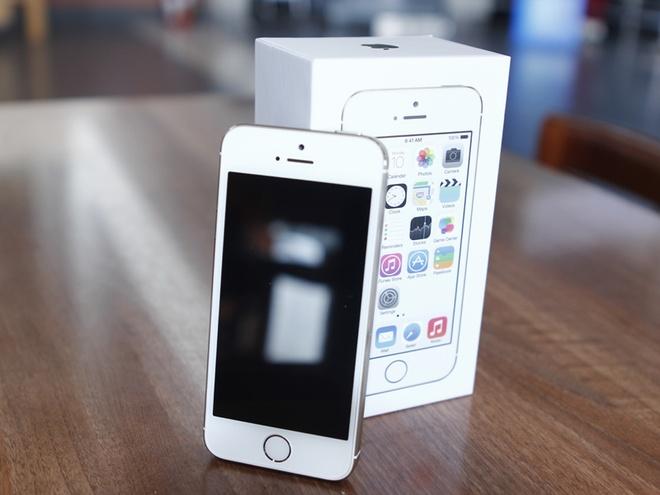 Nen mua iPhone 5S chinh hang hay xach tay? hinh anh
