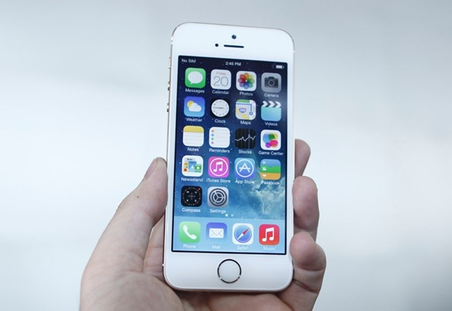 Nhung smartphone co thiet ke an tuong nhat 2013 hinh anh
