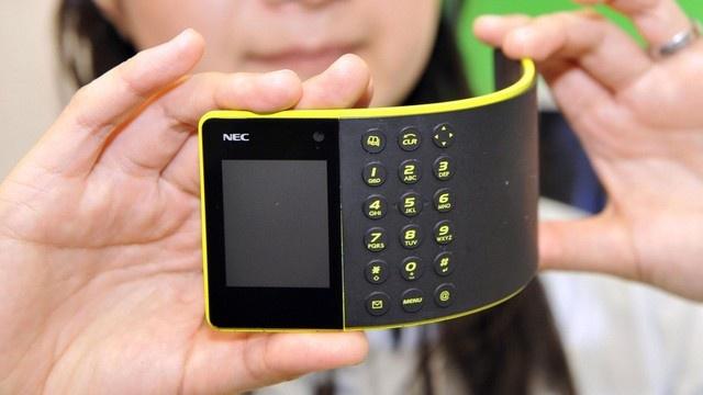 Blog 21h: Smartphone man hinh deo van con xa xoi hinh anh