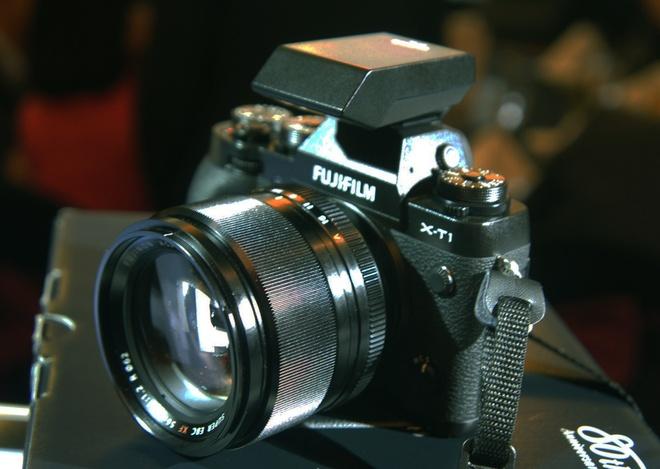 May anh mirrorless cao cap nhat cua Fujifilm ra mat tai VN hinh anh