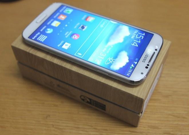 Galaxy S4 ruc rich ha gia con 12 trieu dong cho S5 hinh anh
