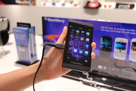 5 lan ha gia trong gan mot nam cua BlackBerry Z10 hinh anh 1 Z10 là một sản phẩm thất bại tại thị trường Việt Nam.