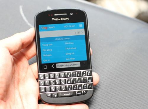 BlackBerry Q10 chinh hang giam gia soc 4 trieu dong hinh anh 1