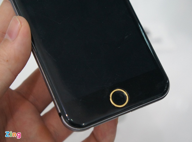 Mo hinh iPhone 6 dau tien ve Ha Noi hinh anh 2 Mô hình này được anh Hiếu, chủ cửa hàng Apple8 đưa về Việt Nam. Anh này cho biết, anh phải mua nó với giá khá cao tại Trung Quốc.