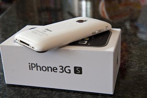 Nhin lai gia ban cac doi iPhone tren thi truong Viet hinh anh