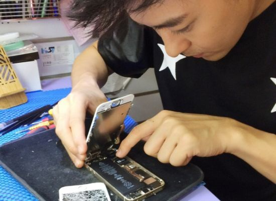 Lam Chi Dinh tiep tuc khoe chiec iPhone 5,5 inch hinh anh