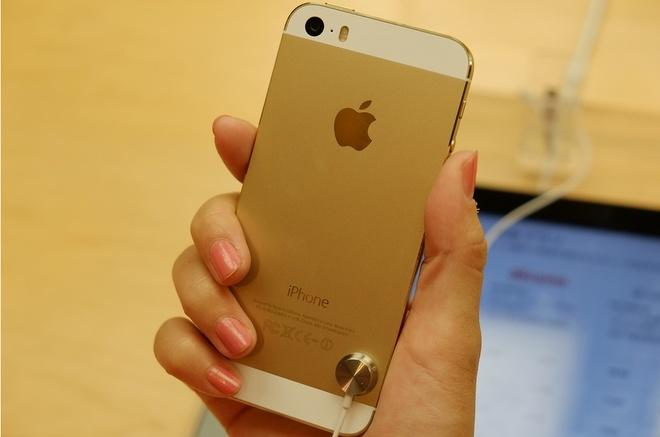 Gia iPhone 5S xuong thap van e, khach cho iPhone 6 hinh anh