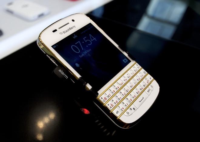 BlackBerry Q10 ban Gold chinh hang co gia 10,9 trieu dong hinh anh