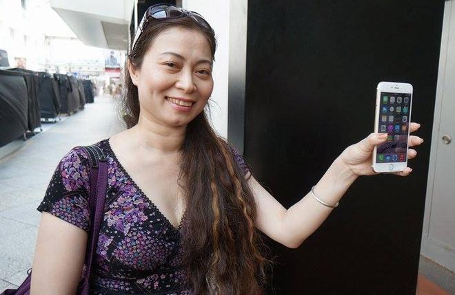 Nguoi Viet hao hung khi so huu iPhone 6 tai Singapore hinh anh